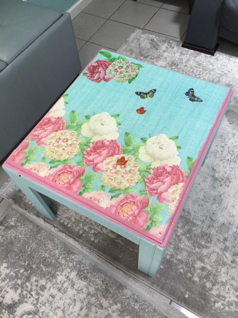 Pink and blue floral table