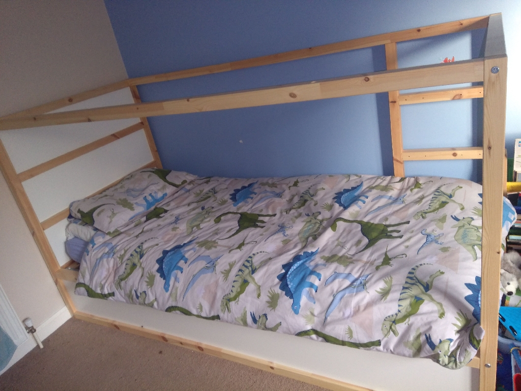 single reversible bed