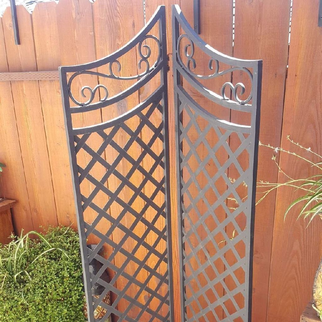 METAL PATIO DIVIDER