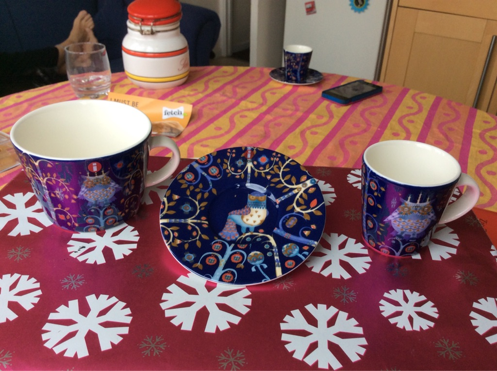 iittala set of cups and plates