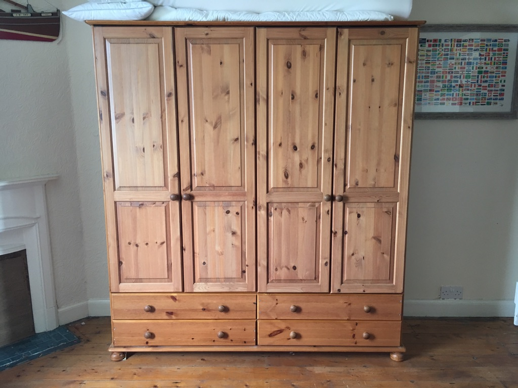 Double wardrobe with 4 x drawers