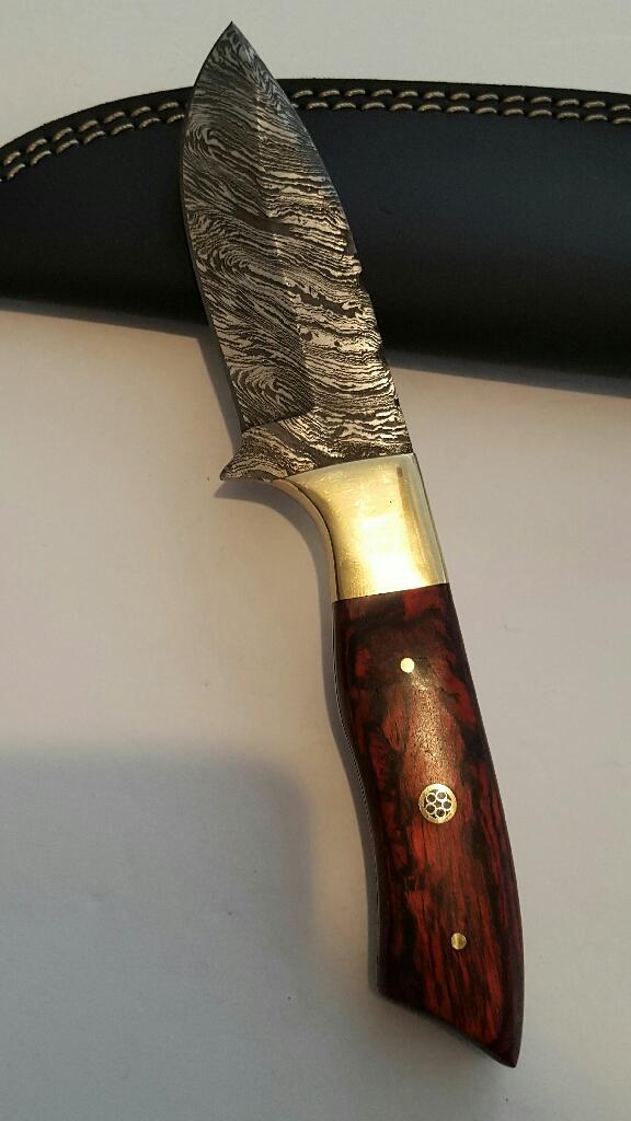 Custom handmade Damascus steel blade Hunting knife