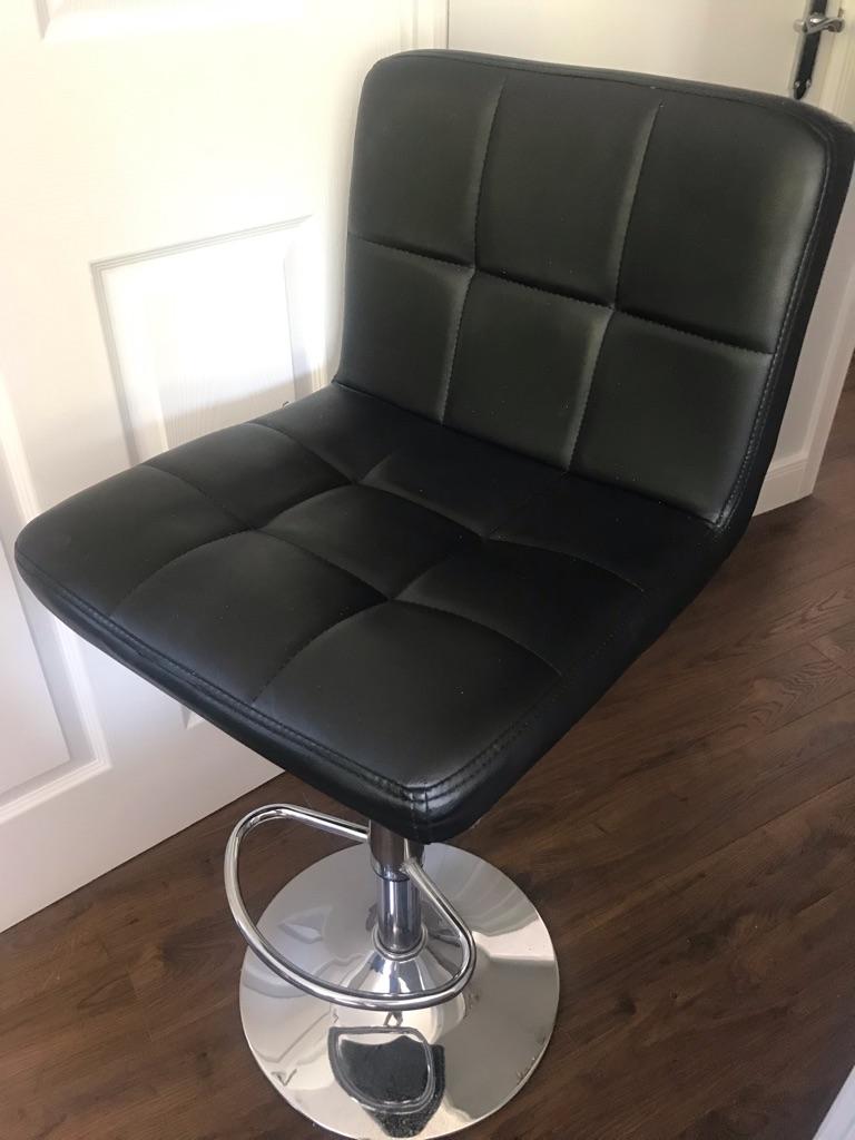 Two bar stools, black