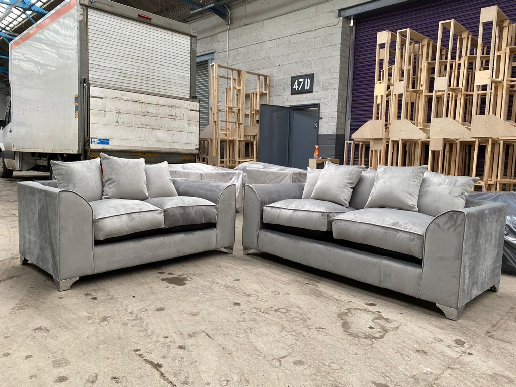 BRAND NEW PLUSH VELVET SOFA SETS WITH CHROME FEET AND FREE MATCHING FOOTSTOOL INCLUDED 😍🔥✅
