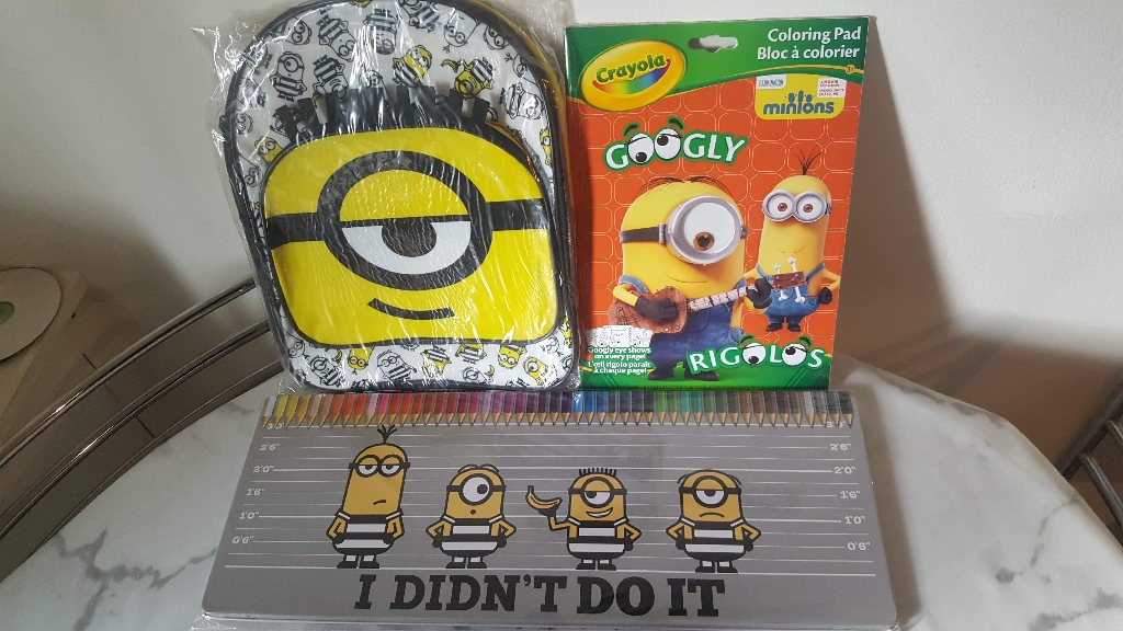 Minion set of 3 colouring pencil, book and backpack
