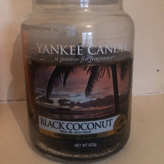 Large Yankee candle. Black coconut