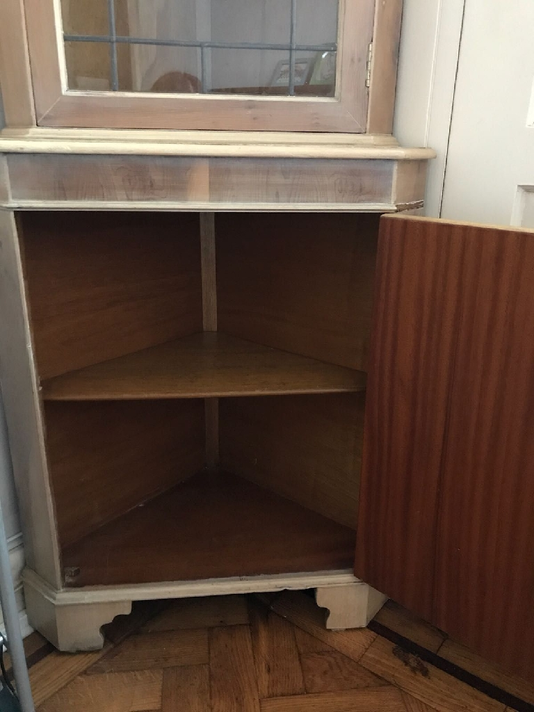 Beautiful corner cabinet with lock and key