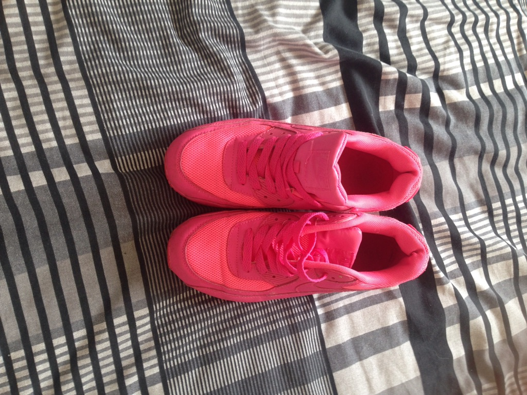 Girls size 11 sued boots. Ladies siZe 6 Nike air max