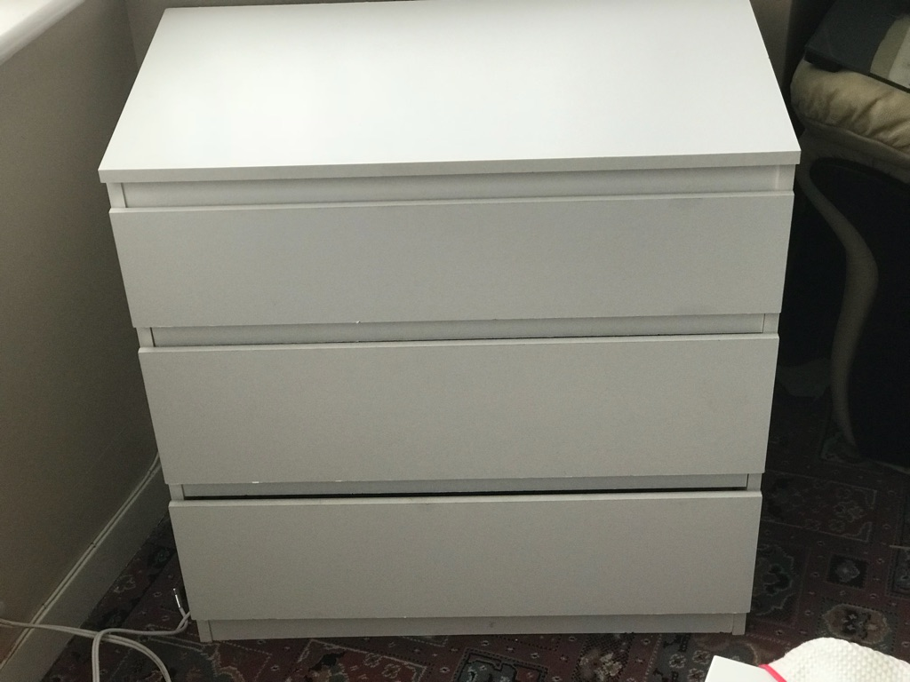 Large white chest of drawers ( 3 drawers) £20