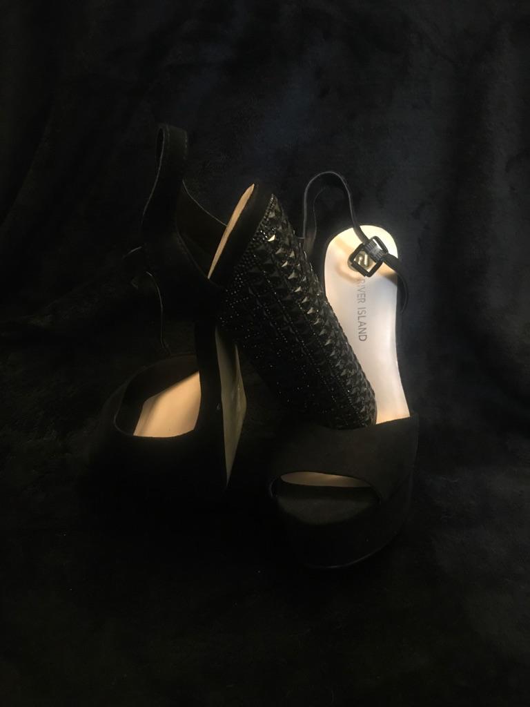 River island size 6 black heels