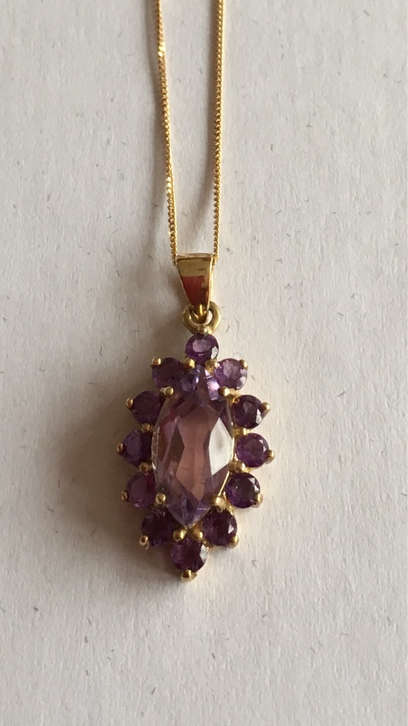 2ct Amethyst Yellow Gold Pendent with Gold Chain.