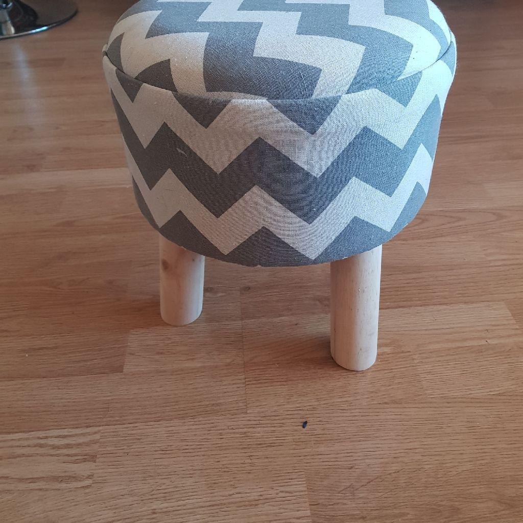 Grey zig zag stool