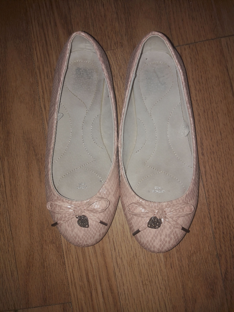 Size 5 leather lined shoes hardly worn.