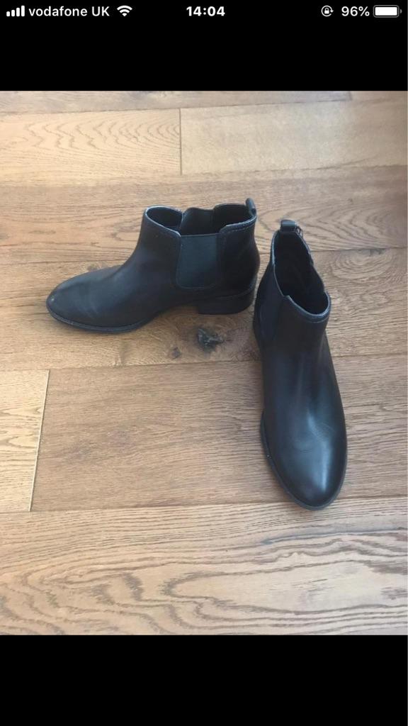 Ladies black Chelsea boots