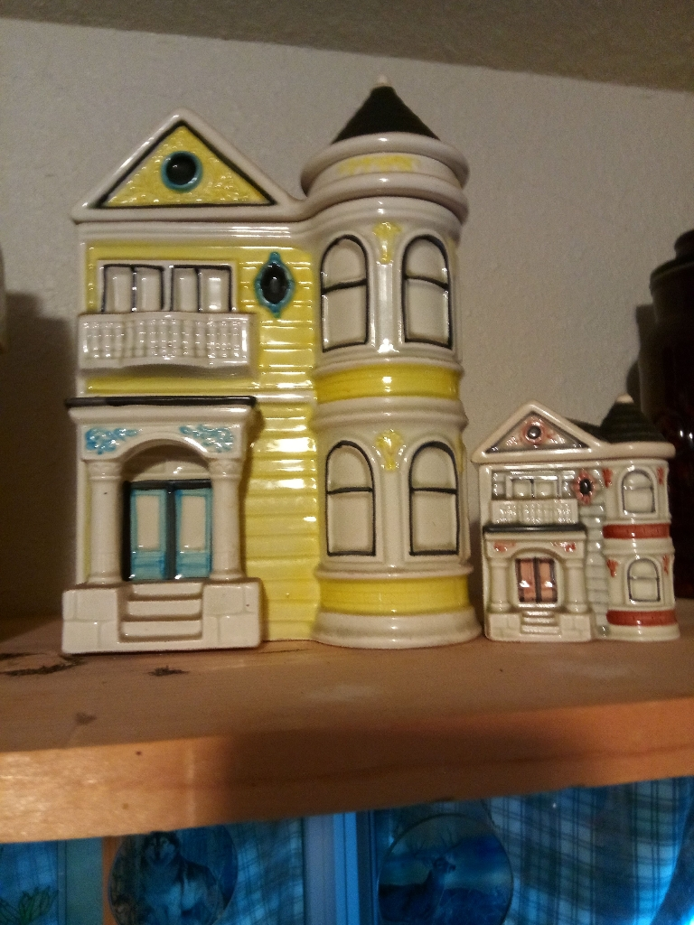 Set of 4 cookie jars
