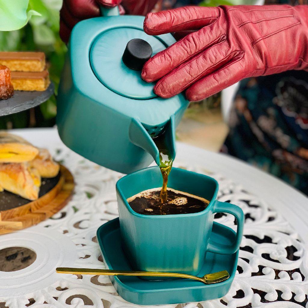Pentagon shape teapot and cups set