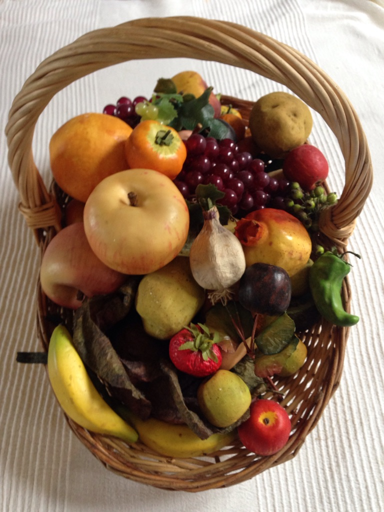 Artificial fruit/vegetable basket