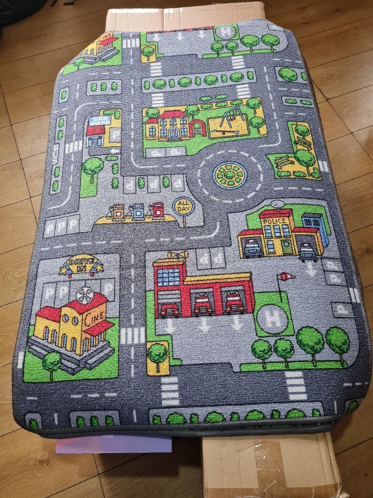 Brand new rug £25