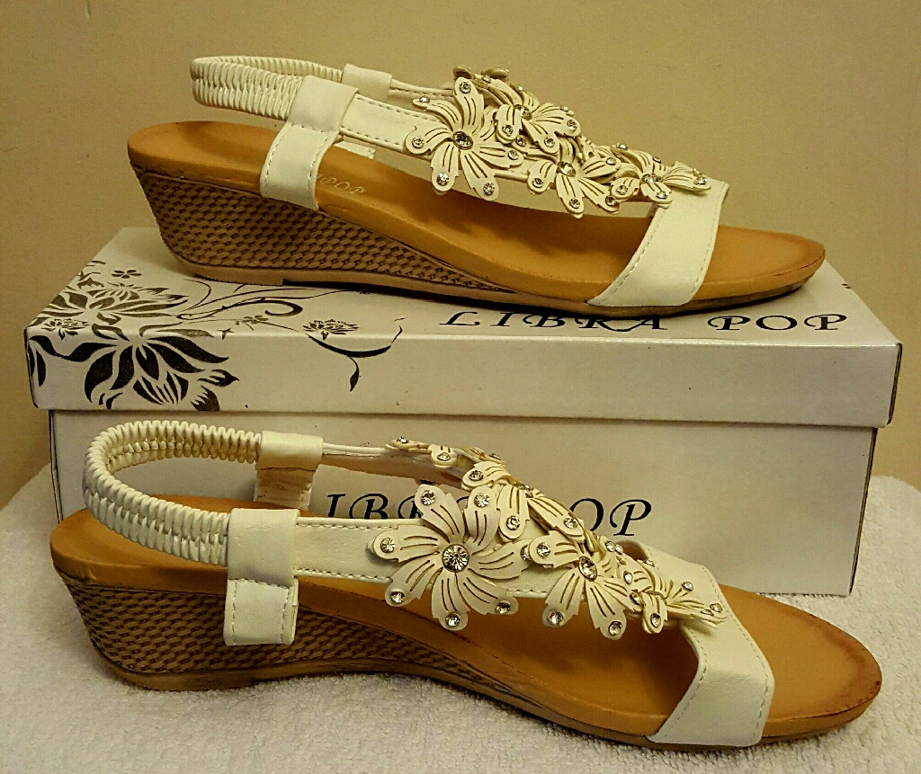 white flower wedge stretchy strap sandals