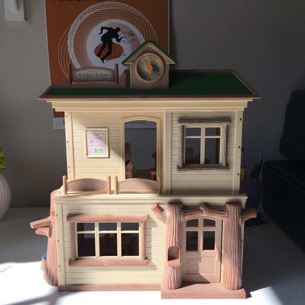Slyvanian School House