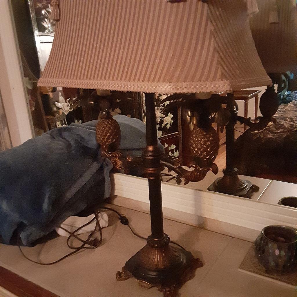 Dual light pineapple table lamp