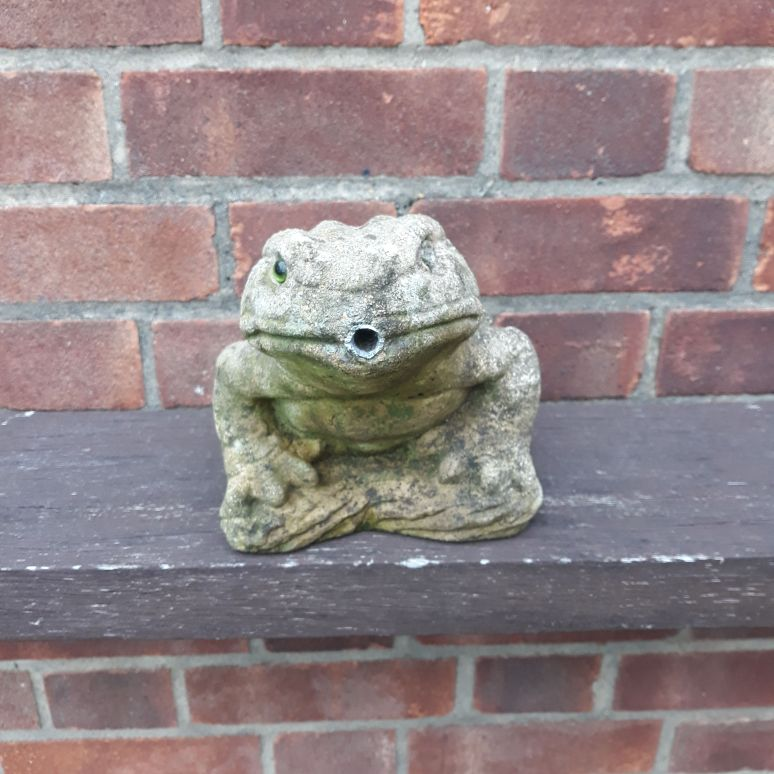 Stone Toad water feature garden ornament