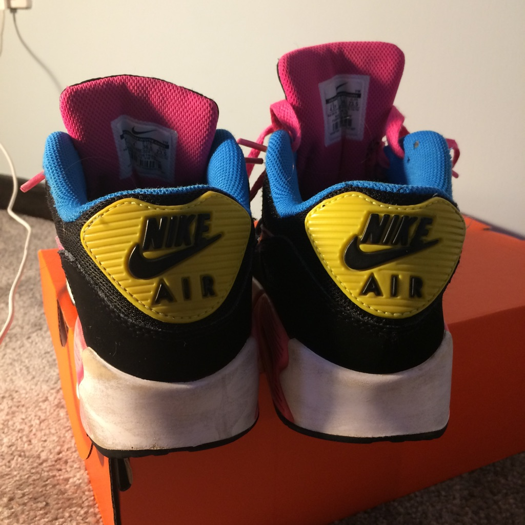 Size 4 Nike Air Max 90 trainers