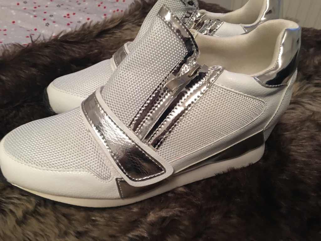 New zip sneakers white and silver