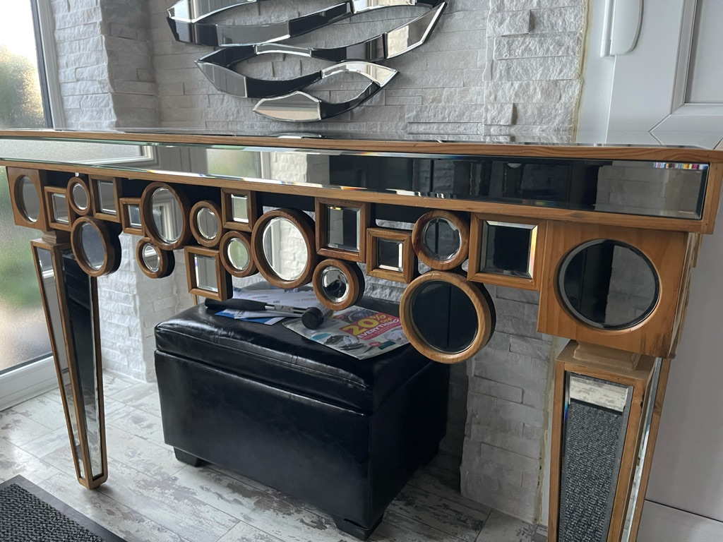 Solid wood mirror table