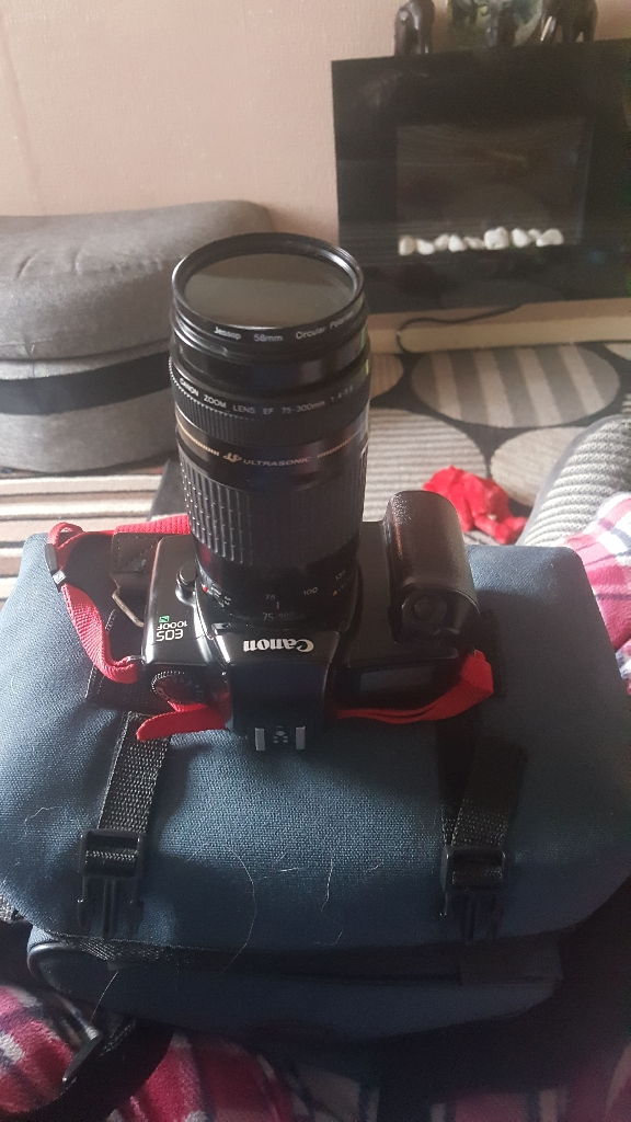 CANON EOS1000FN WITH BAGAND ACCESSORIES