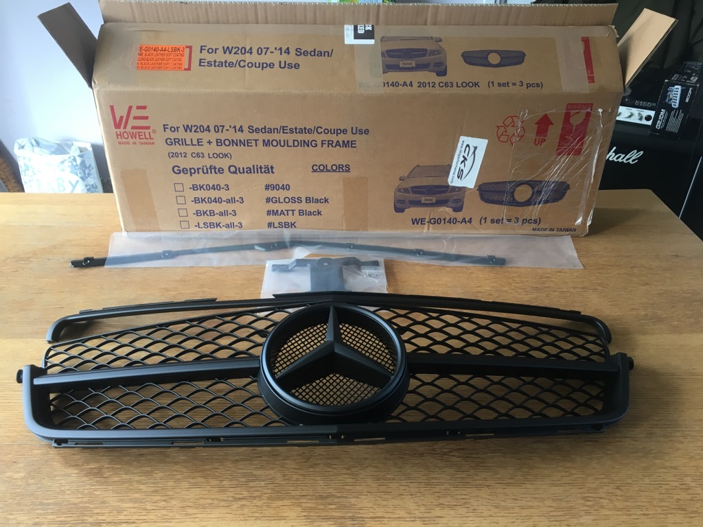 Mercedes C63 Style Grill New In Box ( Postage Available)