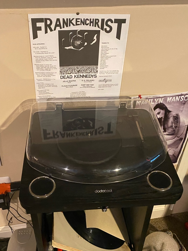 Bluetooth record player with replacement needle