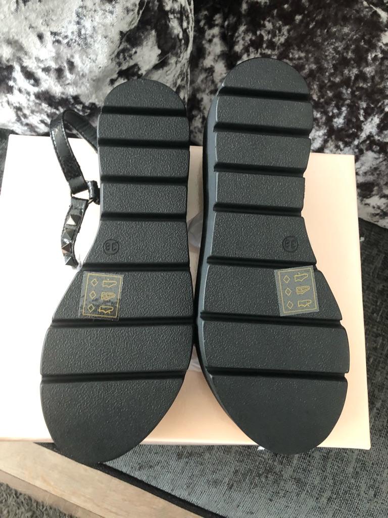 Woman Ravel Manila sandals Size 5 and 7 Black