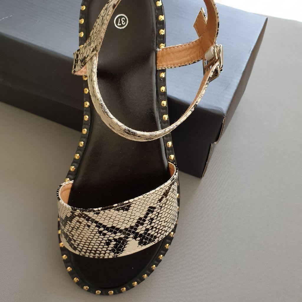 Sandal brand new  ( unwanted gift )