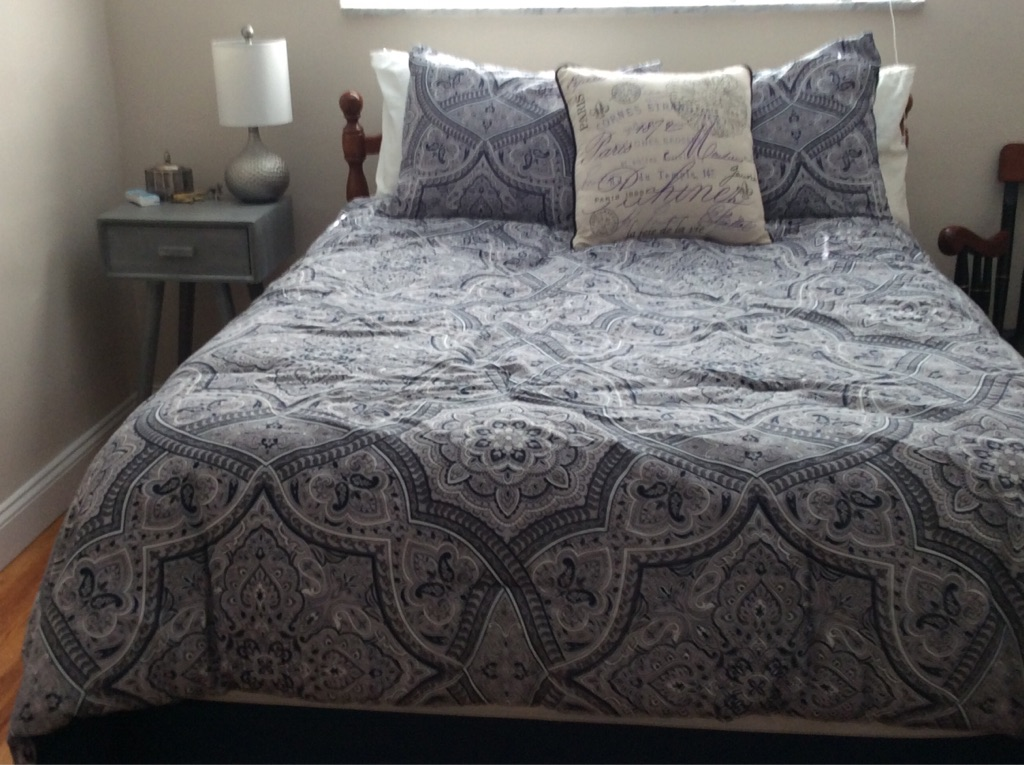 Full bed, mattress and box spring with night stand
