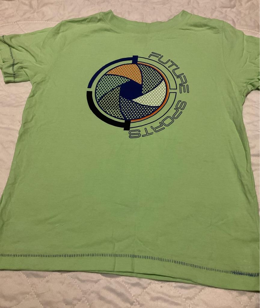Boys green t shirt 7 years