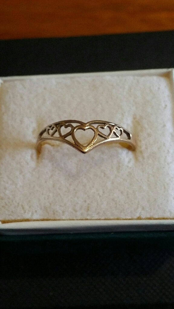 9ct gold Heart Wishbone ring