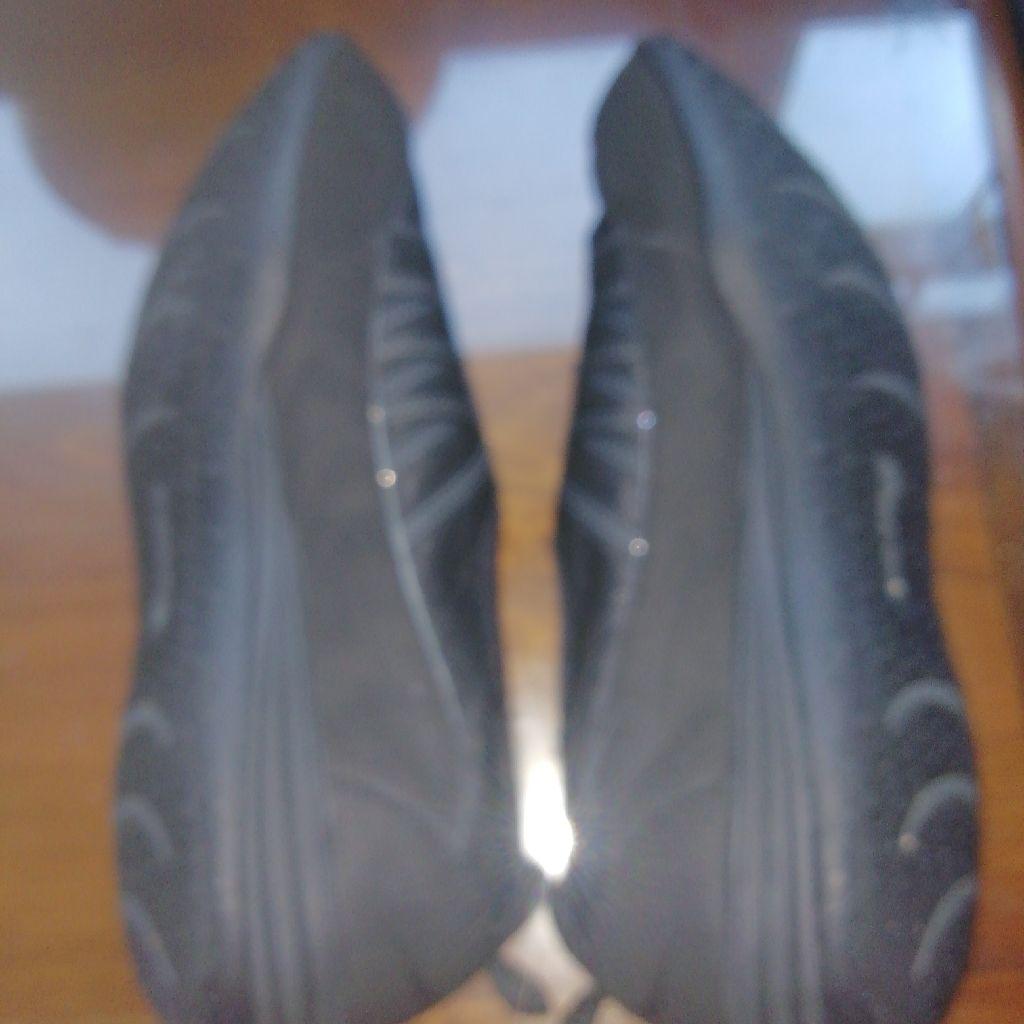 Genuine Skechers trainers