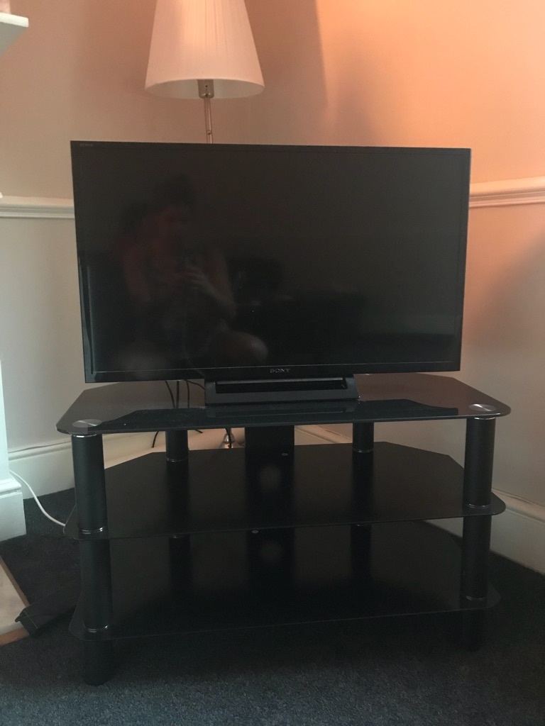 SONY FLAT SCREEN TV & TV STAND