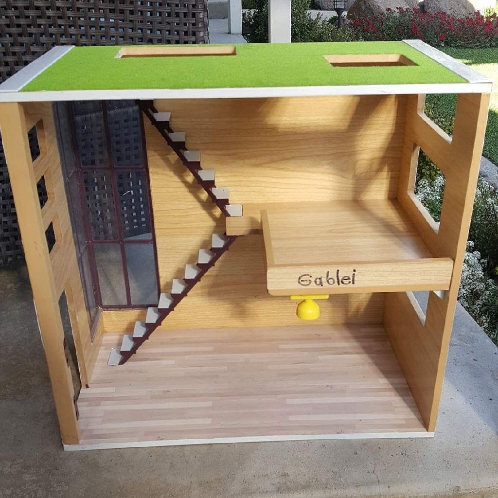 LITTLE GIRLS DOLL HOUSE