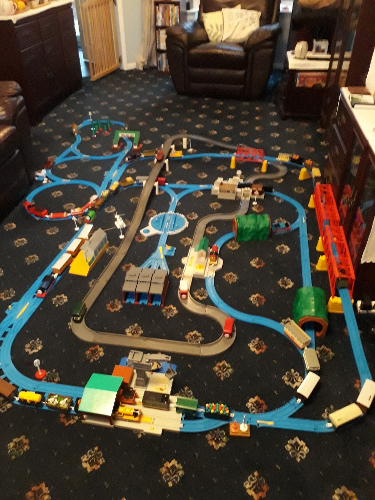 Tomy Thomas Tank Engine Rail and Road track