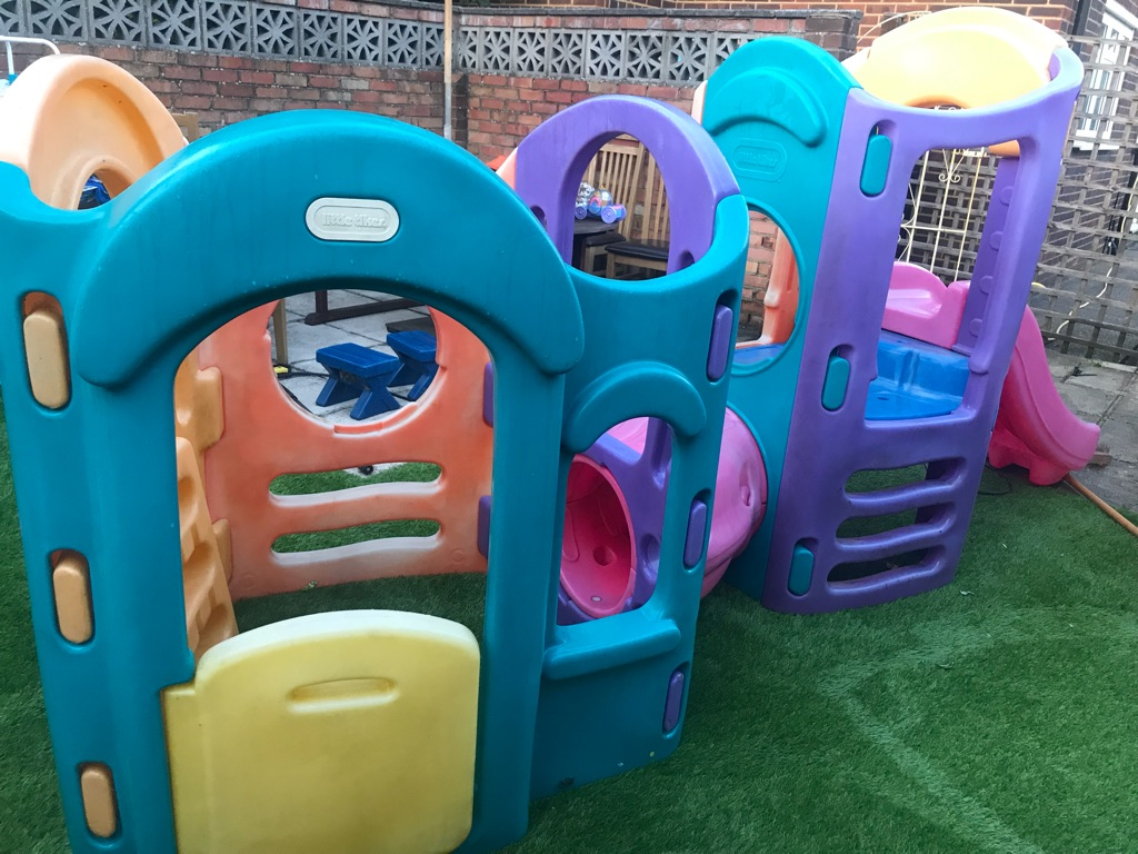 Little tikes 8 in 1 Climbing frame with two slides and Little tikes Playhouse
