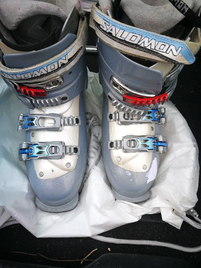 Salomon size 6 ladies (24.5) alpine ski boots