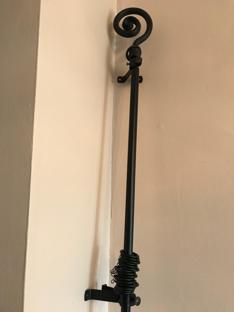 Metal curtain rail black
