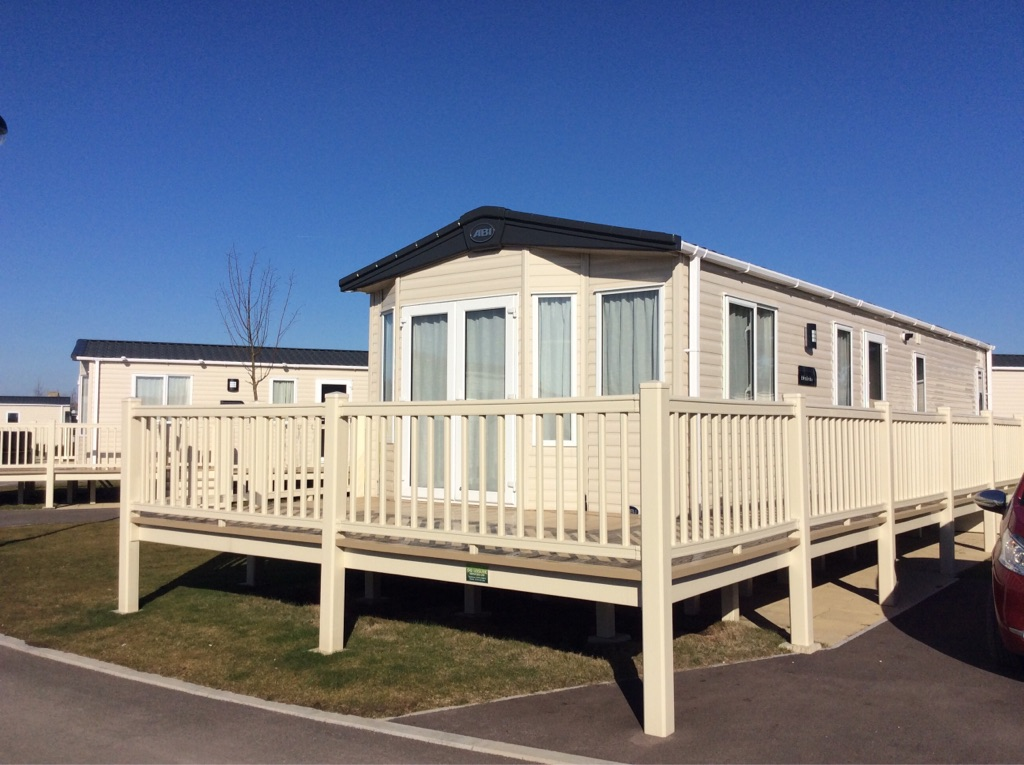 2017 ABI Blenheim static caravan on Tattershall lakes park. (Immaculate condition)