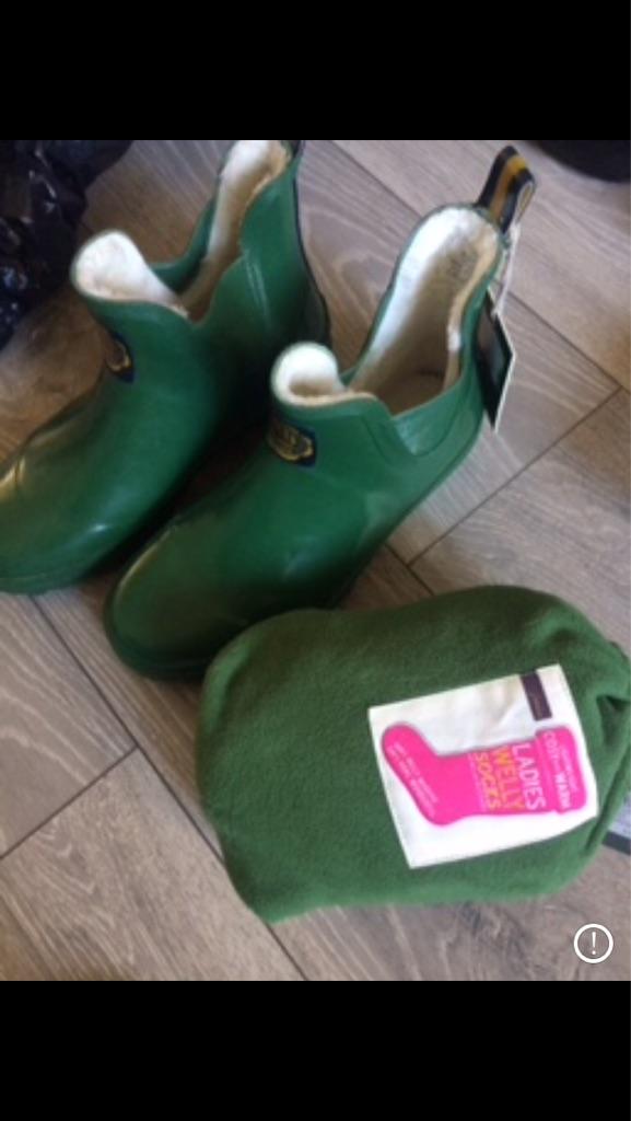 Wellies & welly socks size 6 brand new