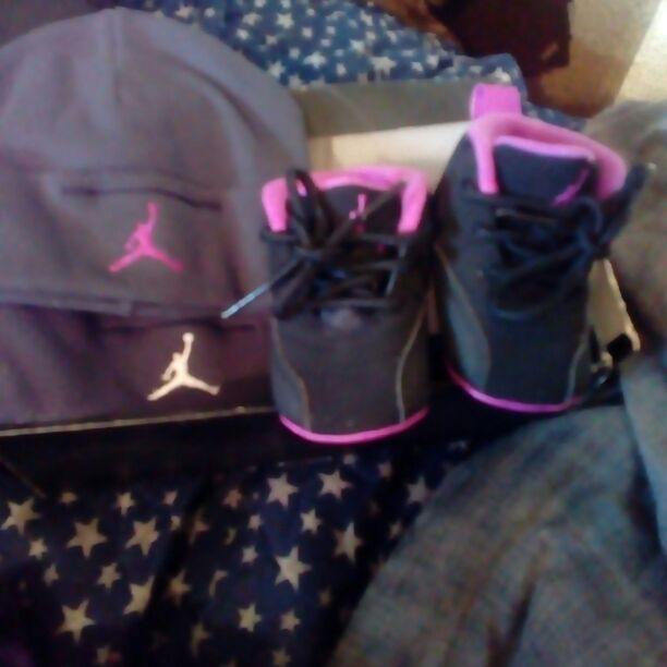 baby jordan with two Jordan hat's