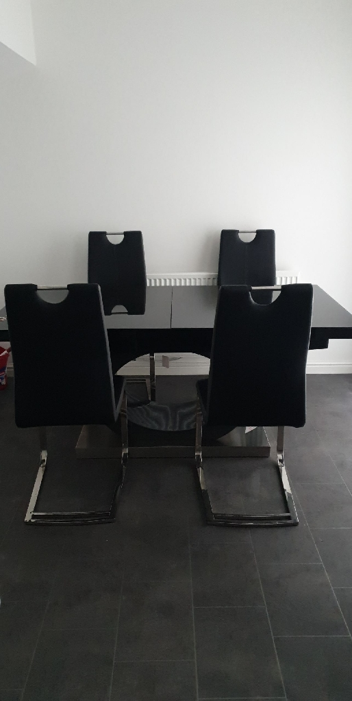 6 chairs extendable dinning table