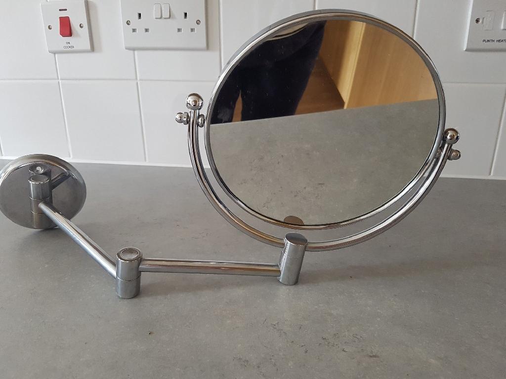 Wall Mounted Round Bathroom Mirror on arm