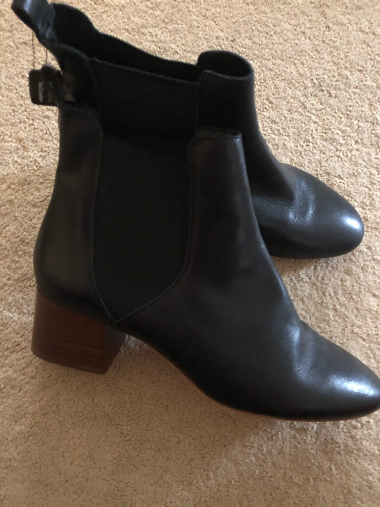 Boots size 8 Leather New